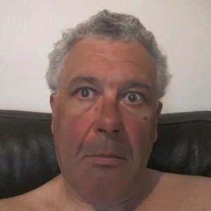 Homme poivre et sel très chaud de55ans àSaint-Maur-des-Fossés